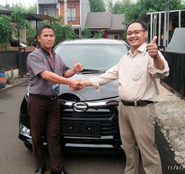 sales-marketing-mobil-dealer-daihatsu-karawang-shomad