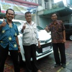 Foto Penyerahan Unit 15 Sales Marketing Mobil Dealer Daihatsu Madiun Mahmud