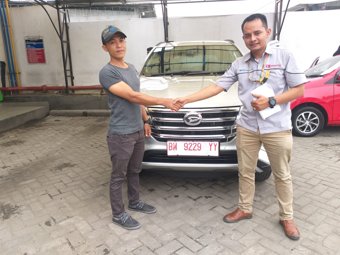 Sales Marketing Mobil Dealer Daihatsu Hendri